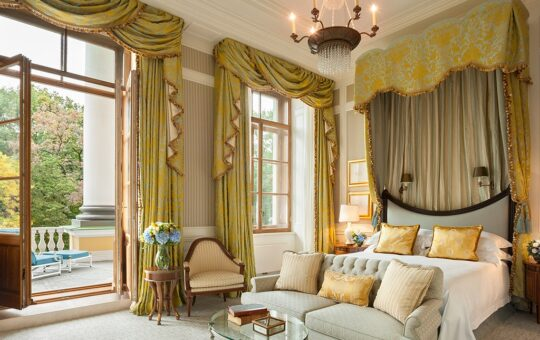 Elements to Consider When Choosing a Hotel Interior Wallpaper